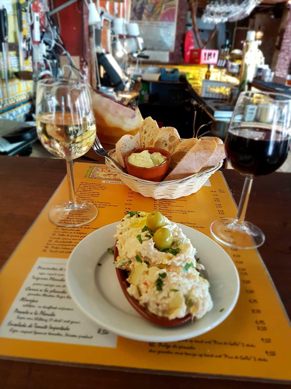 Bread with insaladilla rusa and wine